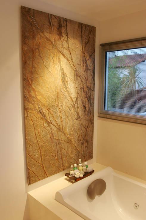 CASA RC: Baños de estilo moderno por ESTUDIO GEYA
