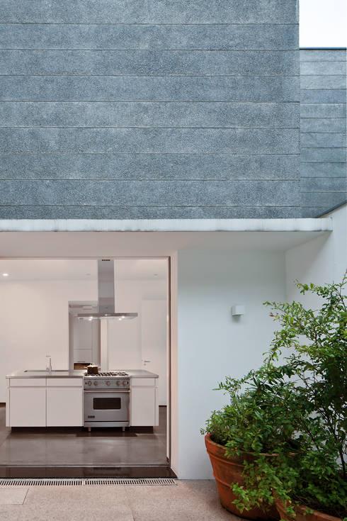 Cuisine de style  par Pascali Semerdjian Arquitetos