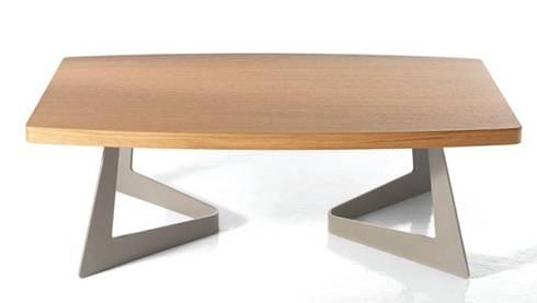 Tavolino Anselmo: Soggiorno in stile in stile Moderno di Andrea Casati Design