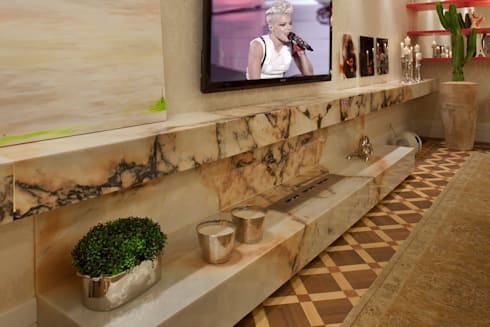 Living - Casa Cor 2013: Salas de estar clássicas por Guardini Stancati Arquitetura e Design