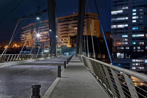Puente Vidalta: Paredes de estilo  por Serrano Monjaraz Arquitectos