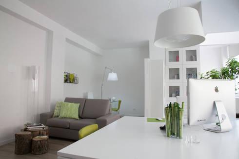 Zahara Architecture Biolab: Studio in stile in stile Minimalista di ZAHARA architecture biolab