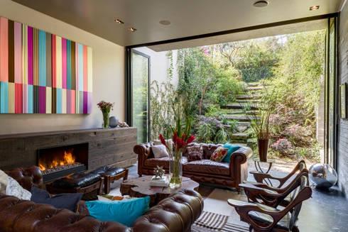 Casa PN: Salas de estilo ecléctico por ZD+A