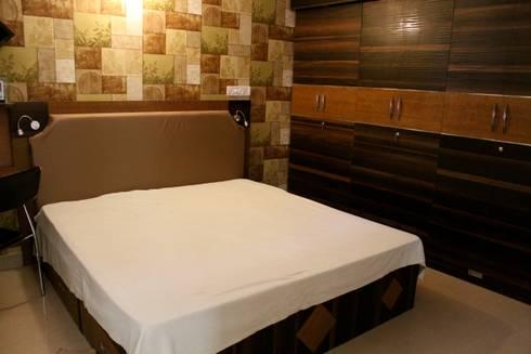 master bedroom:   by Innover Interior Designs