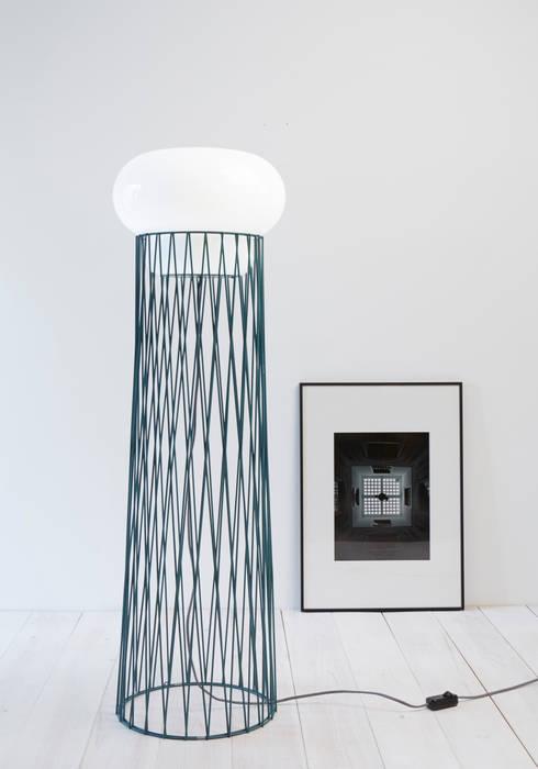 forestier lampe BLOW: Salon de style  par Normal Studio