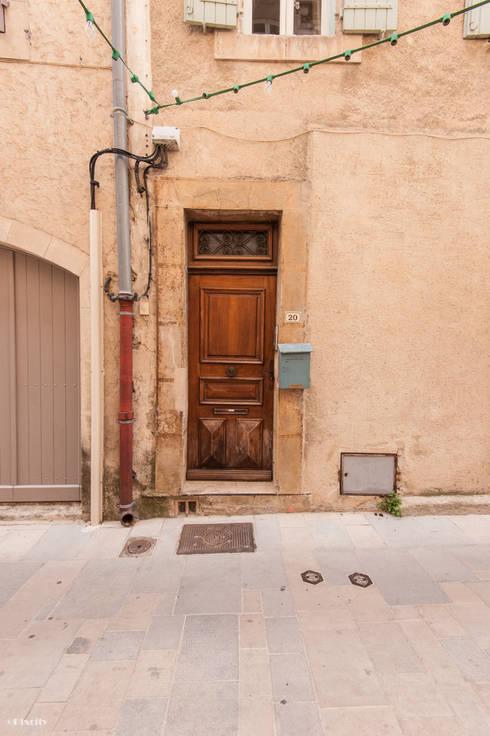 Une maison de village pas comme les autres: Maisons de style  par Pixcity