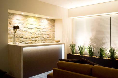 Hacienda del Ciervo: Salas de estilo moderno por REM Arquitectos