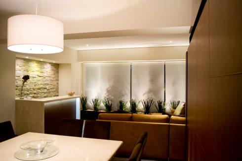 Hacienda del Ciervo: Comedores de estilo moderno por REM Arquitectos