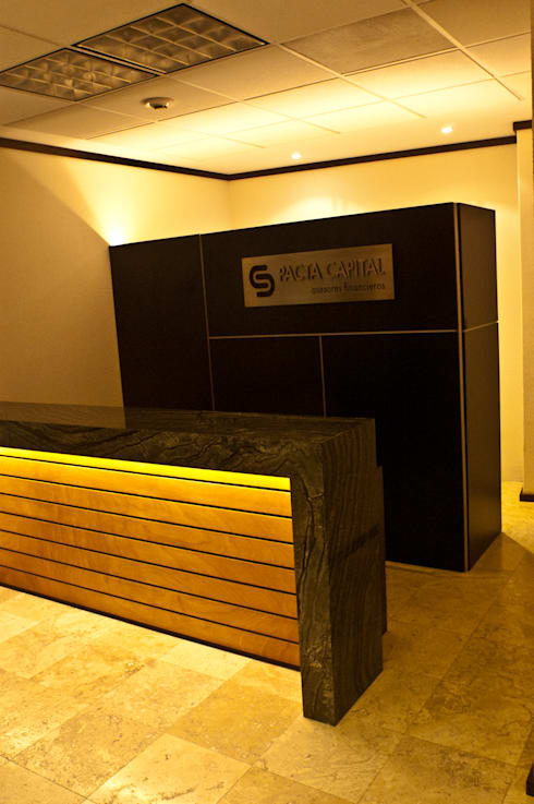 Pacta Capital: Oficinas y tiendas de estilo  por REM Arquitectos