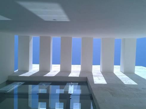 Vestíbulo Exterior: Casas de estilo minimalista por Vortex Arquitectos