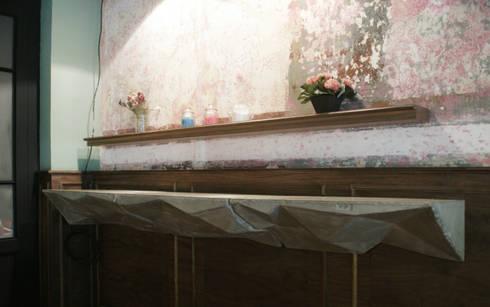 Dulce Barrio: Espacios comerciales de estilo  por MDC MUEBLES DE CONCRETO