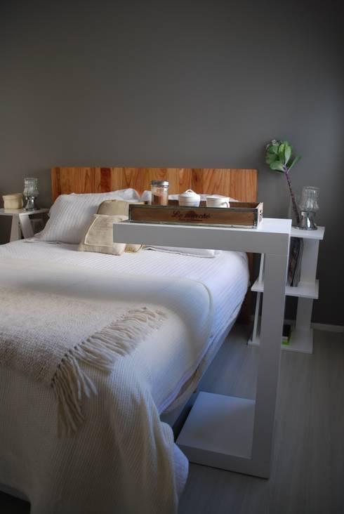 Mesa cama: Hogar de estilo  por Muebles muc.