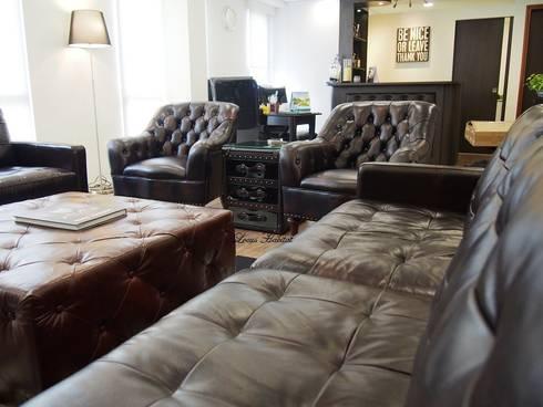 Leather Furniture : classic Living room by Locus Habitat