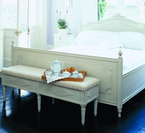 Bedroom design: classic Bedroom by Gustavian