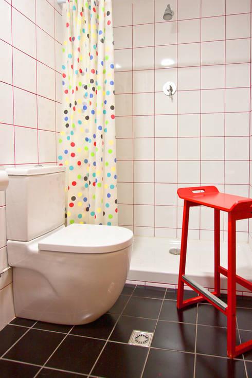 HOSTAL ATHENAS: Hoteles de estilo  de Piedra Papel Tijera Interiorismo