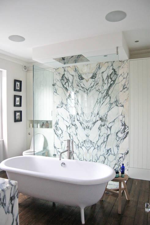 Baños de estilo  por Emmett Russell Architects