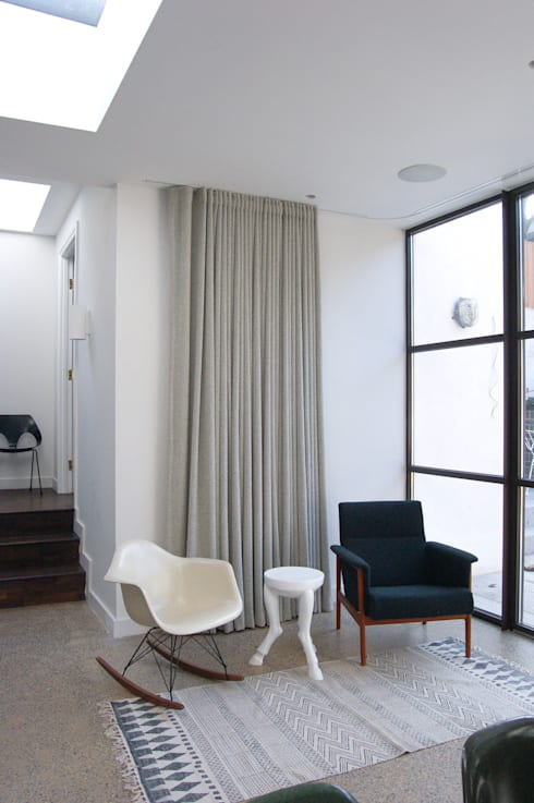 Mortimer Road, De Beauvoir:  Living room by Emmett Russell Architects