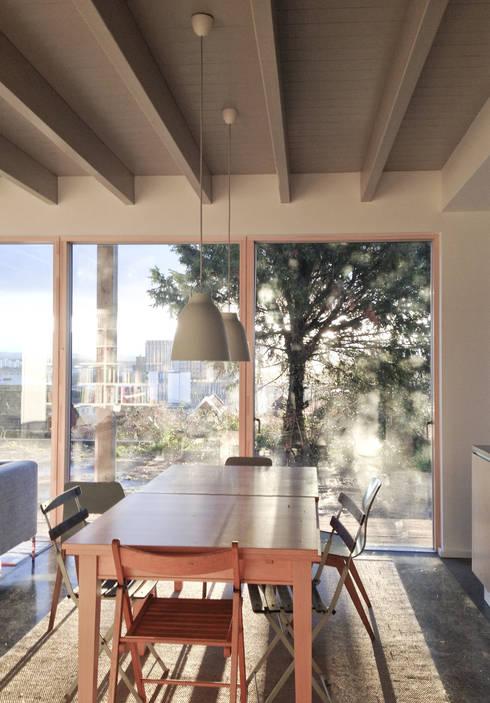 Rose House, Kingsdown: modern Dining room by Emmett Russell Architects