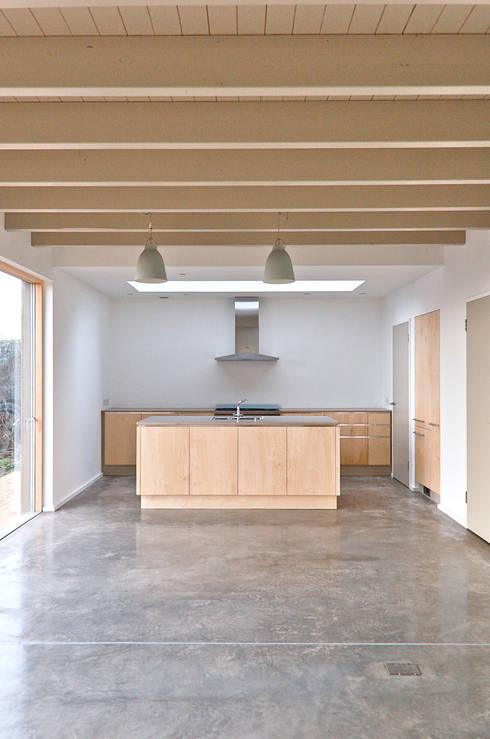 Cocinas de estilo  de Emmett Russell Architects