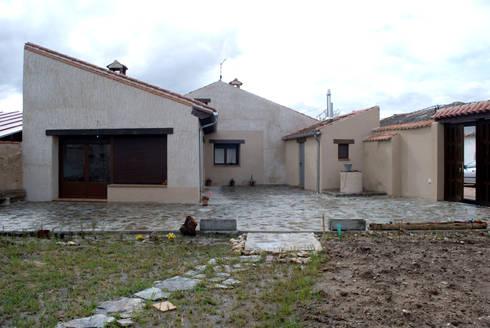 Vivienda en torno a un patio de ear arquitectura homify - Arquitectos en segovia ...