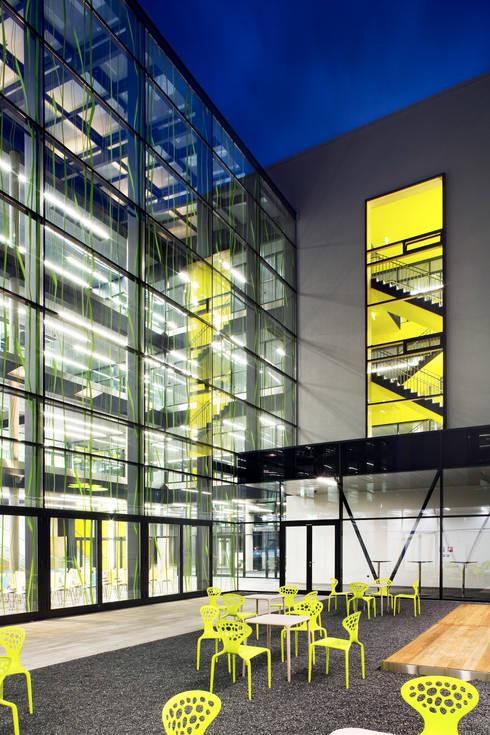 Escuelas de estilo  de NMPB Architekten