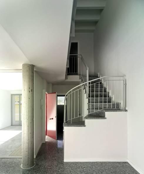 Interior vivienda:  de estilo  de gabriel verd arquitectos