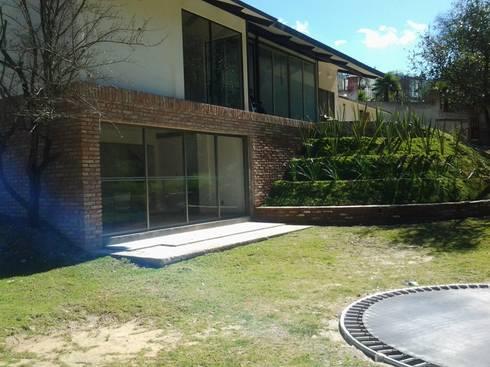 VISTA JARDIN: Jardines de estilo moderno por CESAR MONCADA S