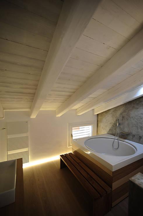 house SD: Case in stile  di Didonè Comacchio Architects