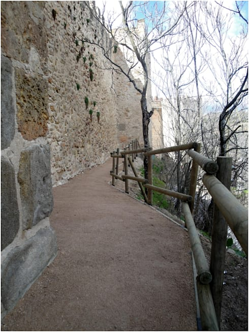 Paso de inspección de la muralla en Segovia (Tramo Norte): Museos de estilo  de Ear arquitectura