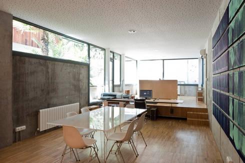 sala de reuniones, estudio: Comedores de estilo minimalista de hollegha arquitectos