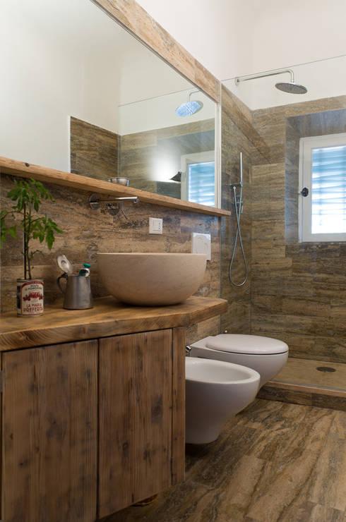 Salle de bains de style  par Pietre di Rapolano