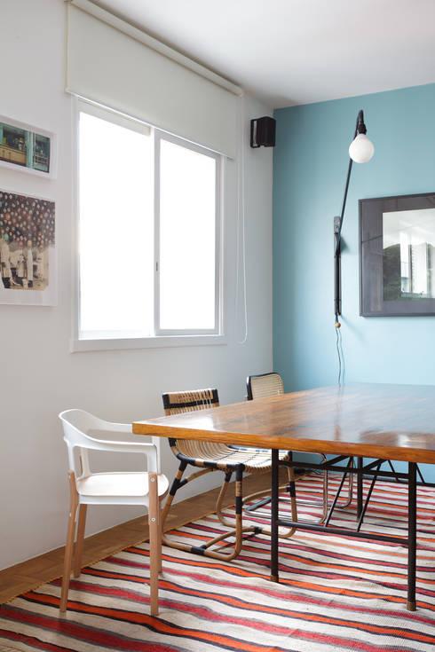 Residência Lorena: Salas de jantar  por Mauricio Arruda Design