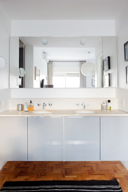 Residência Lorena: Banheiros  por Mauricio Arruda Design