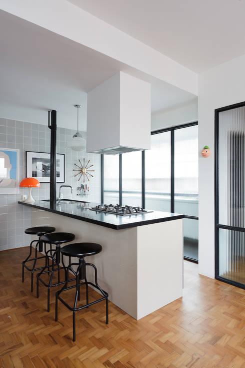 Projekty,  Kuchnia zaprojektowane przez Mauricio Arruda Design