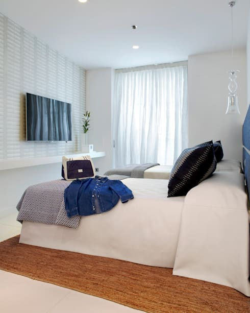 Bedroom by Molins Interiors