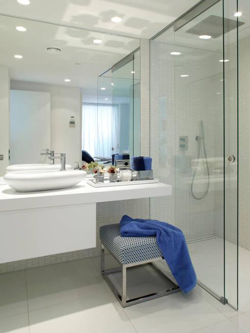 Salle de bains de style  par Molins Interiors