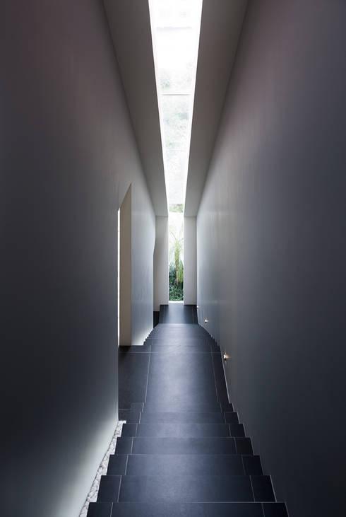 Corredores e halls de entrada  por Micheas Arquitectos