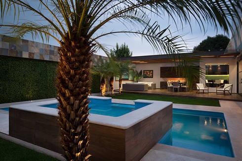 ALBERCA - TÓRTOLAS / MICHEAS ARQUITECTOS: Albercas de estilo moderno por Micheas Arquitectos
