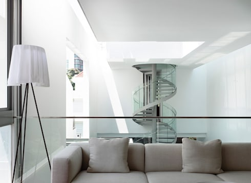 Bridge Over Water: modern Living room by HYLA Architects