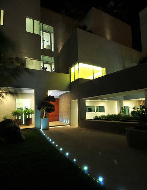 moderne Häuser von Lo Studio Mammini Candido