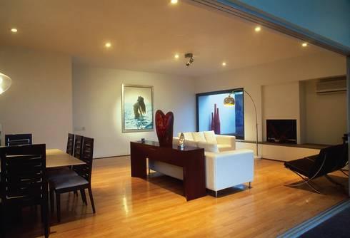 Casa Feryvale, 2006: Salas de estilo moderno por Taller Luis Esquinca