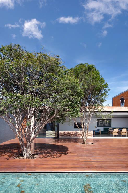 Jardim dos Pampas: Jardins modernos por Hanazaki Paisagismo