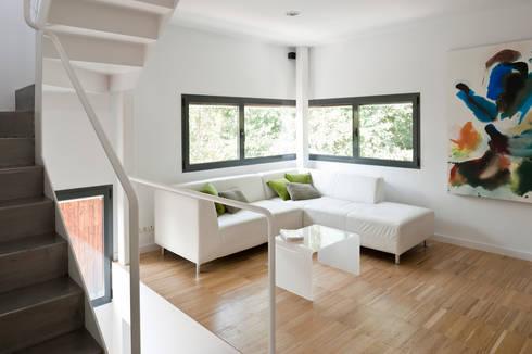salón : Salones de estilo minimalista de hollegha arquitectos