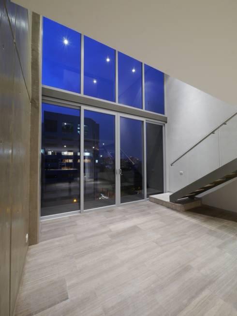Arquimedes 168 Interior 3: Casas de estilo moderno por Mimesis Desarrolladora