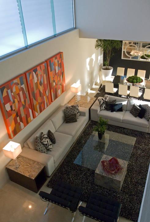 Estancia a doble altura.: Salas de estilo  por TaAG Arquitectura