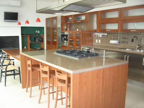 Casa en Villa Coral, 2003: Cocinas de estilo moderno por Taller Luis Esquinca