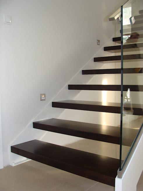 wangentreppe mit glas von teamm homify. Black Bedroom Furniture Sets. Home Design Ideas