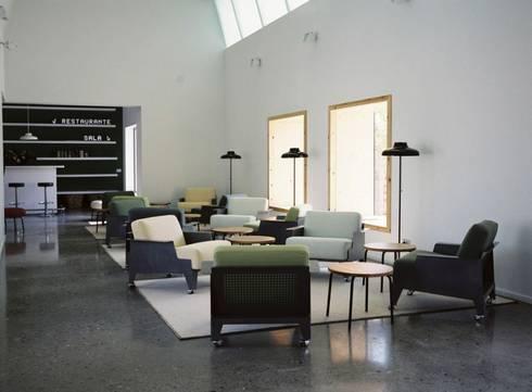 LÓPEZ & RIVERA : Salones de estilo minimalista de ROOMSERVICE DESIGN GALLERY