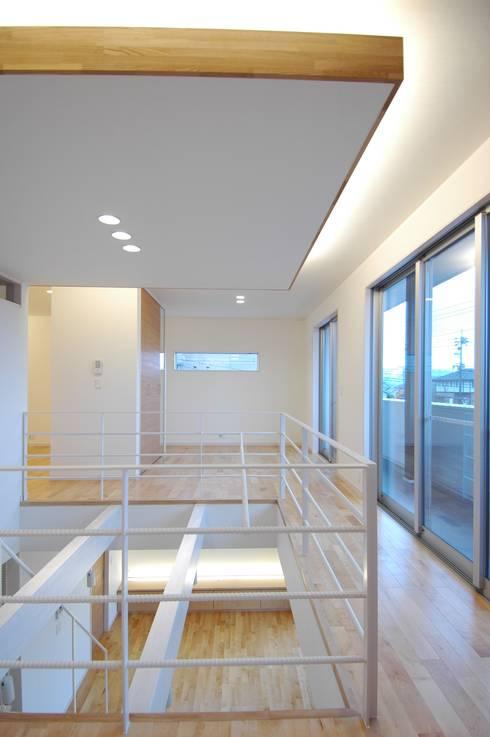藤の木の家: CAF垂井俊郎建築設計事務所が手掛けた廊下 & 玄関です。