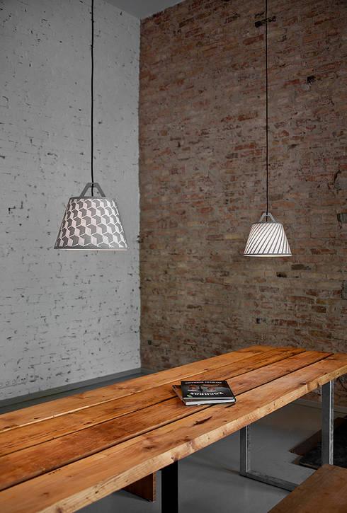 take-off light: ausgefallene Wohnzimmer von fifti-fifti